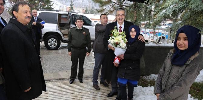 VALİ LAÇİN'DE İNCELEMELERDE BULUNDU
