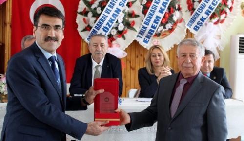 MEHMET HELVACI'YA BAŞARI PLAKETİ