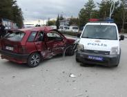 POLİS OTOSU İLE OTOMOBİL ÇARPIŞTI