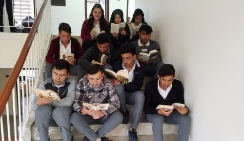 ÖĞRENCİLERDEN KİTAP OKUMA EYLEMİ